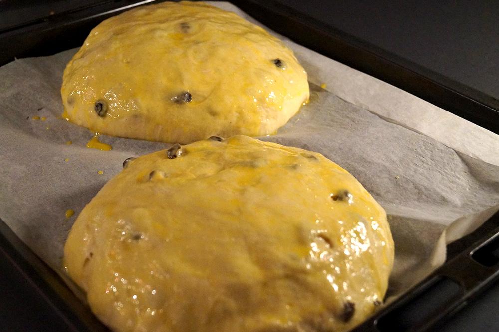 pensle-kakene-med-egg-for-steking